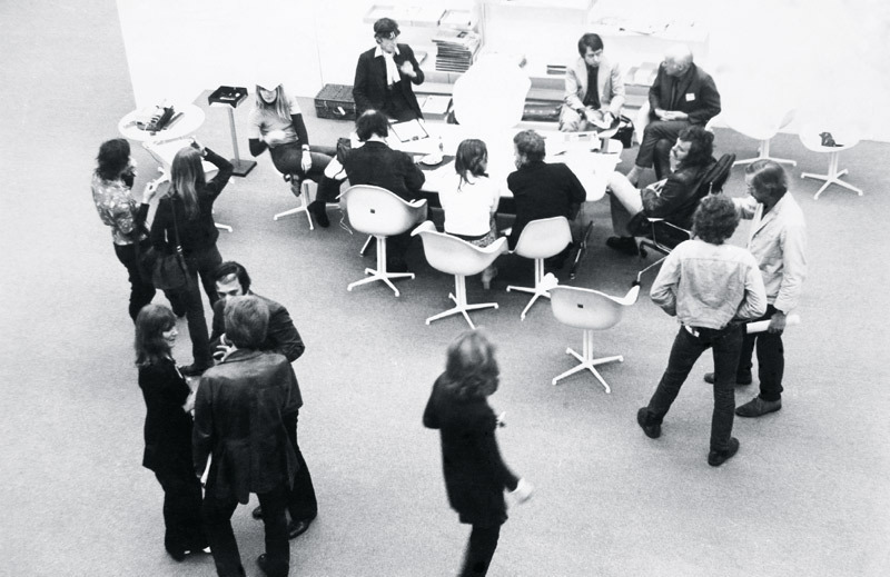 Image Credit: The Sculpture, exhibition view between 6, Kunsthalle Düsseldorf, 1971. Courtesy Barbara Steveni (Incidental Futures 1)